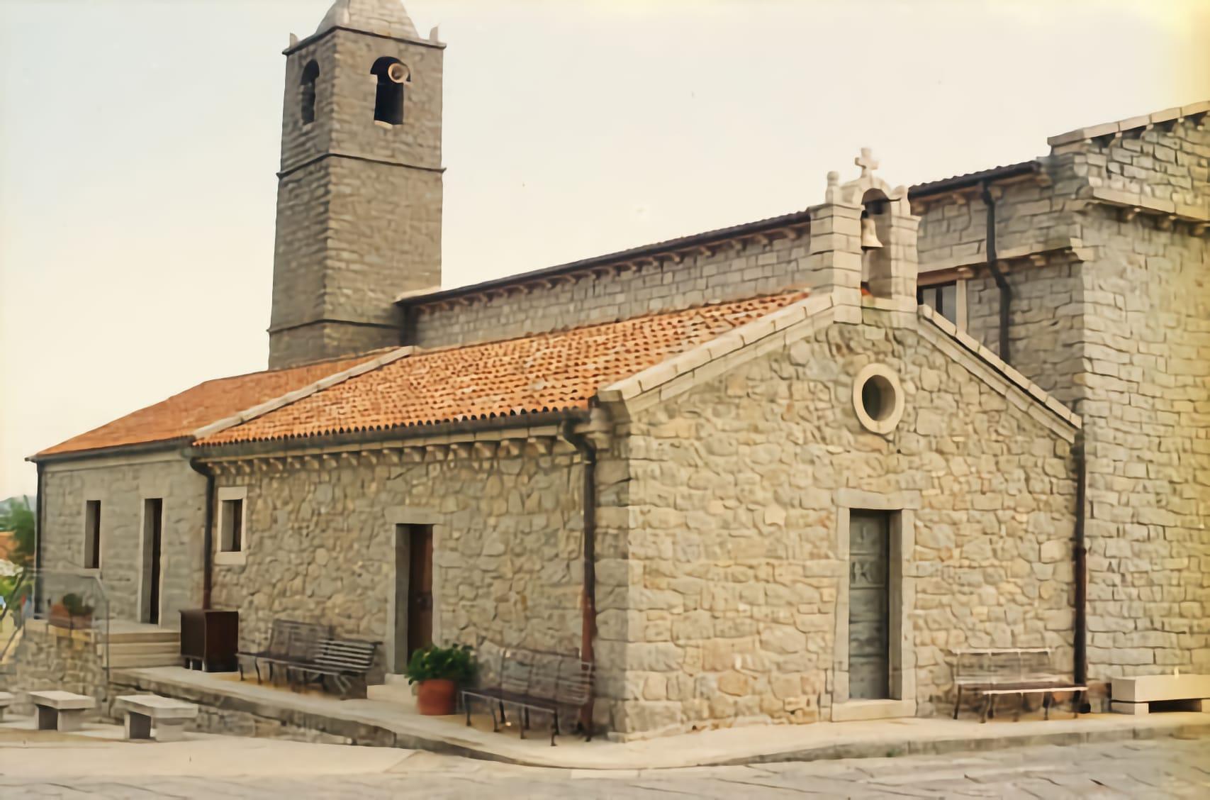 la facciata della chiesa di Sant'Andrea a Sant'Antonio di Gallura