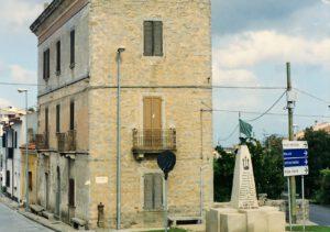 due facciate del palazzo Mannu, al centro del paese di Sant'Antonio di Gallura