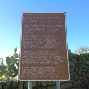 cartello della soprintendenza archeologica con informazioni sul sito di Lu Naracu
