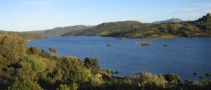 vista del lago Liscia in primavera