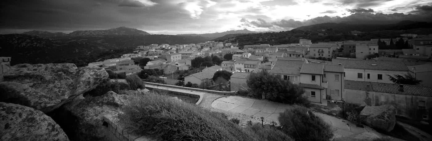 panorama dal belvedere Lu Naracu in bianco e nero
